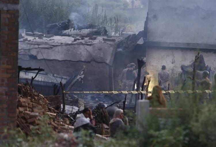 PAKISTAN : CAYÓ UN AVIÓN MILITAR HAY 17 MUERTOS