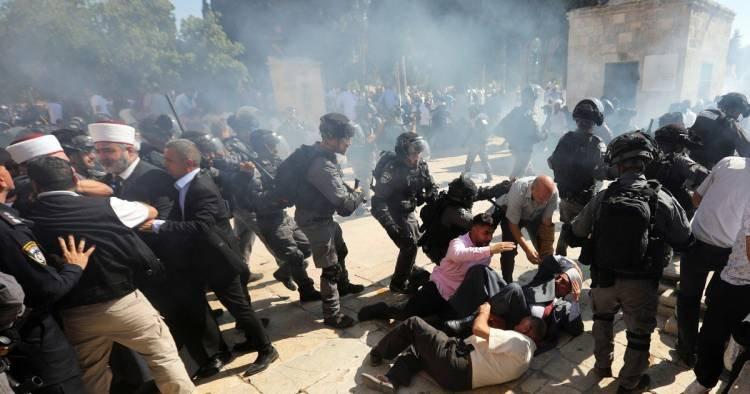 TENSIÓN EN MEDIO ORIENTE: ENFRENTAMIENTOS ENTRE FIELES PALESTINOS Y LA POLICÍA ISRAELÍ EN JERUSALÉN