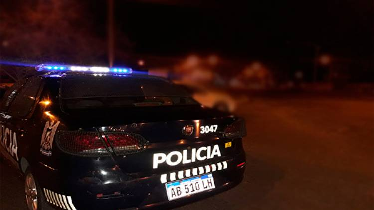MENDOZA: POLICÍAS IRRUMPIERON EN UNA FIESTA CLANDESTINA DONDE HABÍA ARMAS Y DROGA