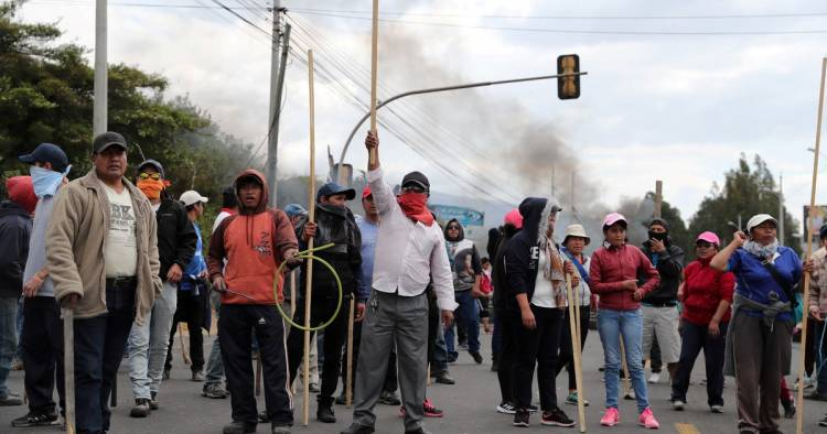 LEVANTAN LA HUELGA DE TRANSPORTE EN ECUADOR, PERO SIGUEN LAS PROTESTAS POR LA SUBA DEL PRECIO DE LOS COMBUSTIBLES