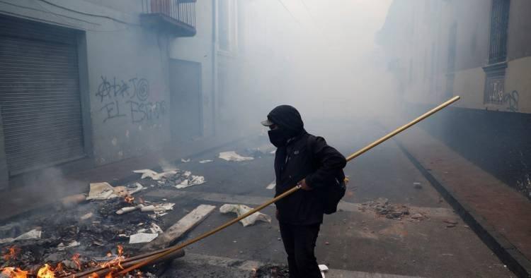 EN ECUADOR, LOS INDÍGENAS SIGUEN SU MARCHA HACIA LA CAPITAL Y ESPERAN LLEGAR ESTE MARTES EN PROTESTA POR EL ALZA DE COMBUSTIBLES