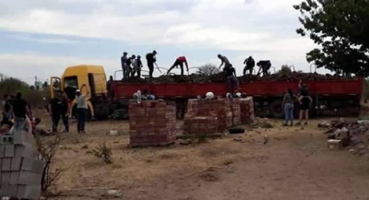 SAN LUIS: EN NOGOLÍ SECUESTRAN CERCA DE 1500 KILOS DE MARIHUANA ESCONDIDA EN UN CAMIÓN CON LEÑA