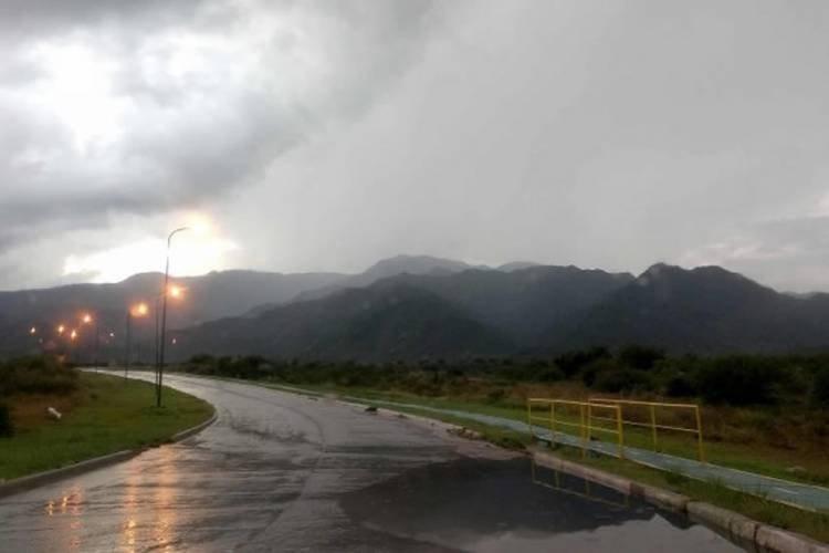 MARCADO DESCENSO DE LAS TEMPERATURAS EN LA PROVINCIA DE SAN LUIS: LA SEMANA COMIENZA CON FRÍO, LLUVIAS Y VIENTOS MUY INTENSOS