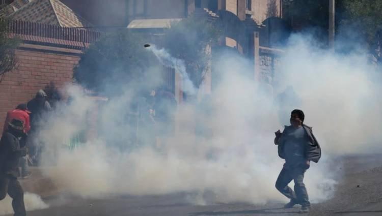 TENSIÓN EN BOLIVIA: TRAS LOS COMICIOS DEL DOMINGO 20, SE AGUDIZAN LAS PROTESTAS Y CRECEN LOS CHOQUES ENTRE MANIFESTANTES