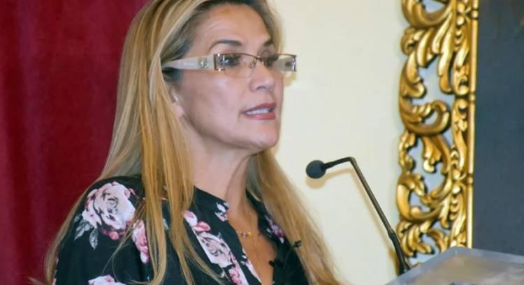 CRISIS EN BOLIVIA: JEANINE ÁÑEZ ANULÓ EL DECRETO QUE DABA INMUNIDAD PENAL A LOS MILITARES
